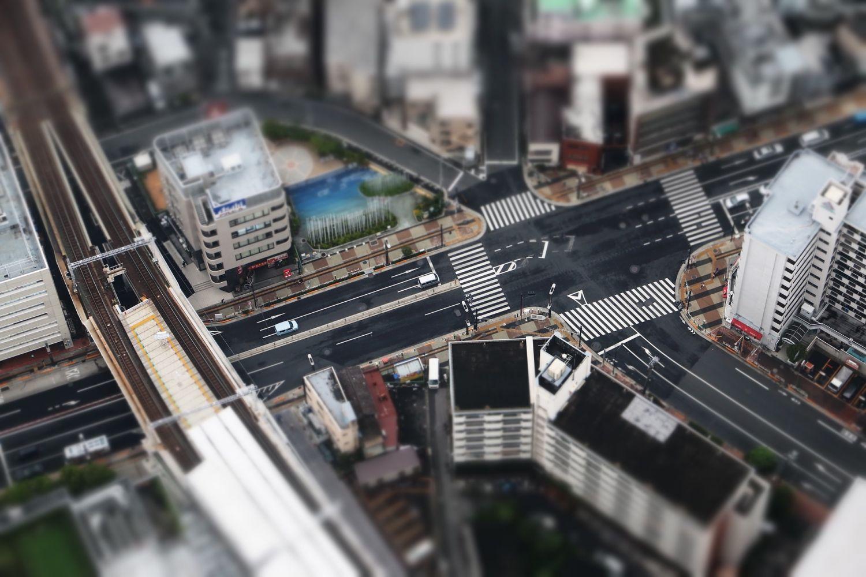 Straßenkreuzung von oben; Thema: Supply-Chain-Engineering
