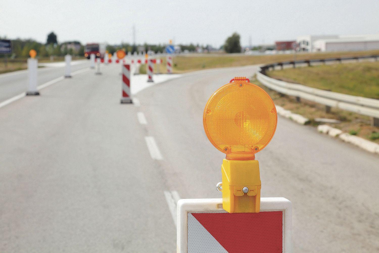 Leitbaken auf der Autobahn; Thema: Energie- und Verkehrswende