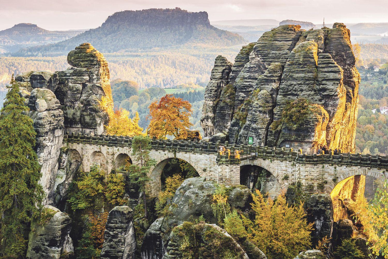Die berühmte Basteibrücke in der Sächsischen Schweiz; Thema: Aufschwung in Ostdeutschland